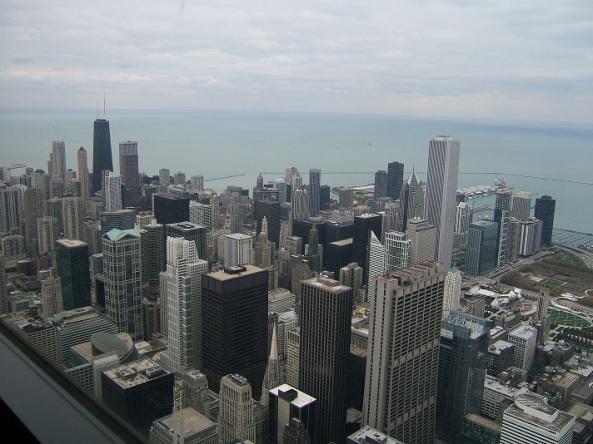 Chicago est un marathon urbain, très roulant, malgré quelques montées (ponts et bretelles d'échangeurs) et le vent très présent sur le final au bord du lac.